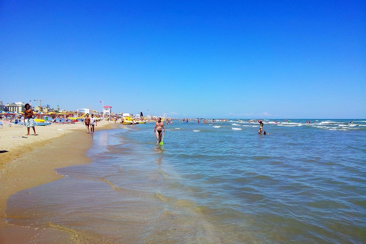 Негры на пляжах в италии