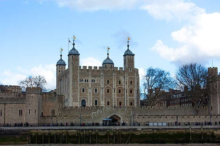 Вид на Tower of London с Темзы